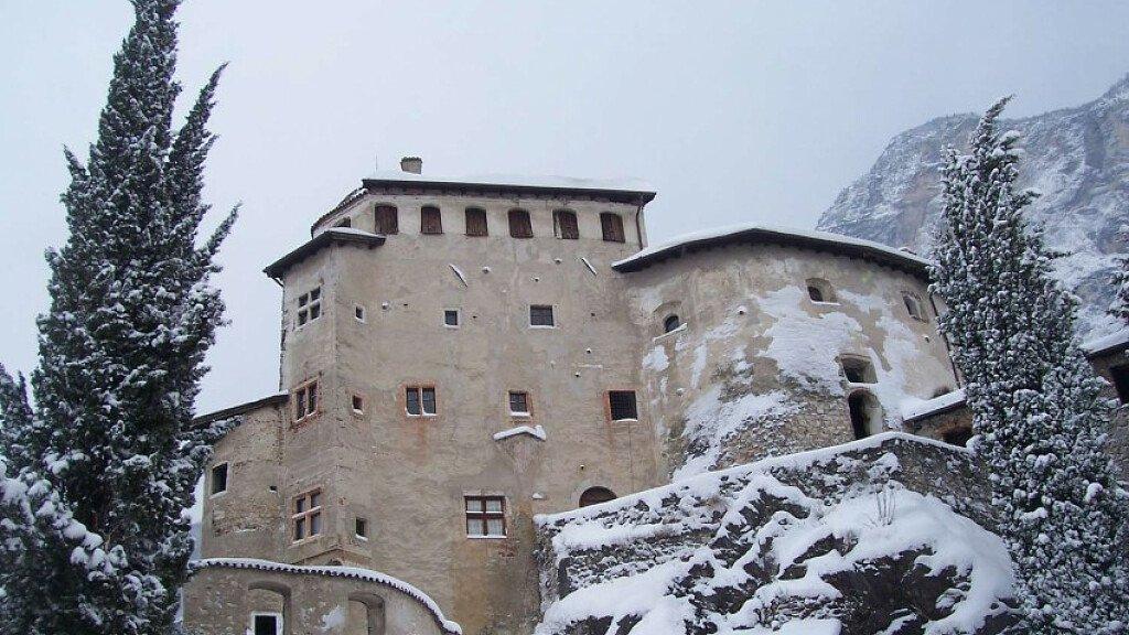 Schloss Pietra - cover