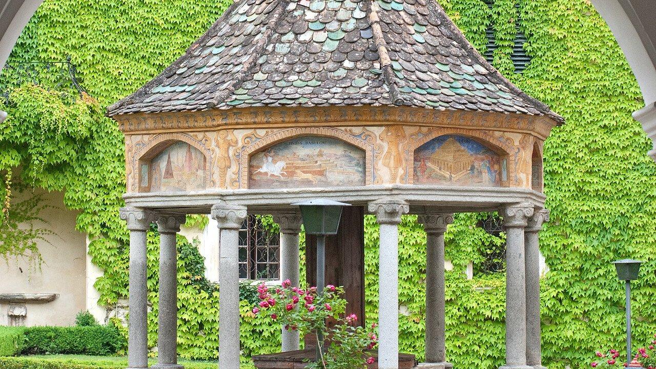 Chiese, abbazie, santuari: Abbazia di Novacella - pozzo rinascimentale