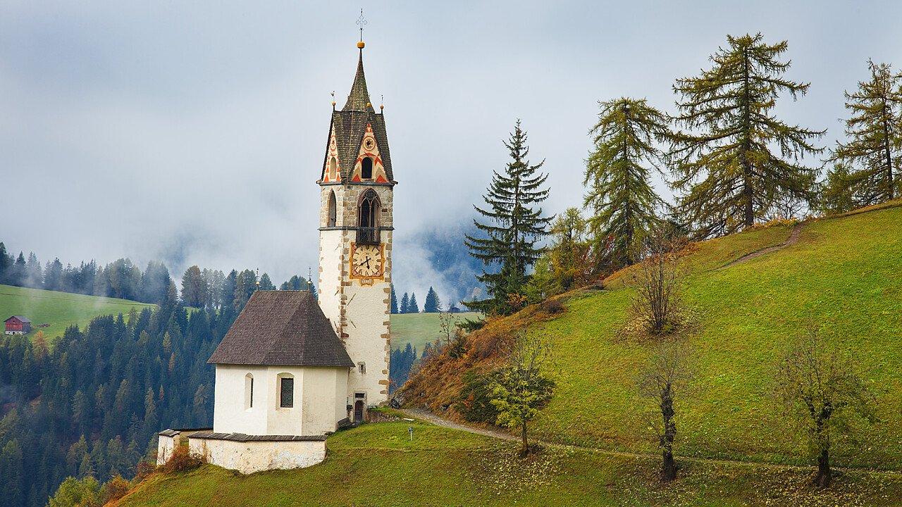 Chiese, abbazie, santuari: chiesa di Santa Barbara a La Val - dolomiti.it