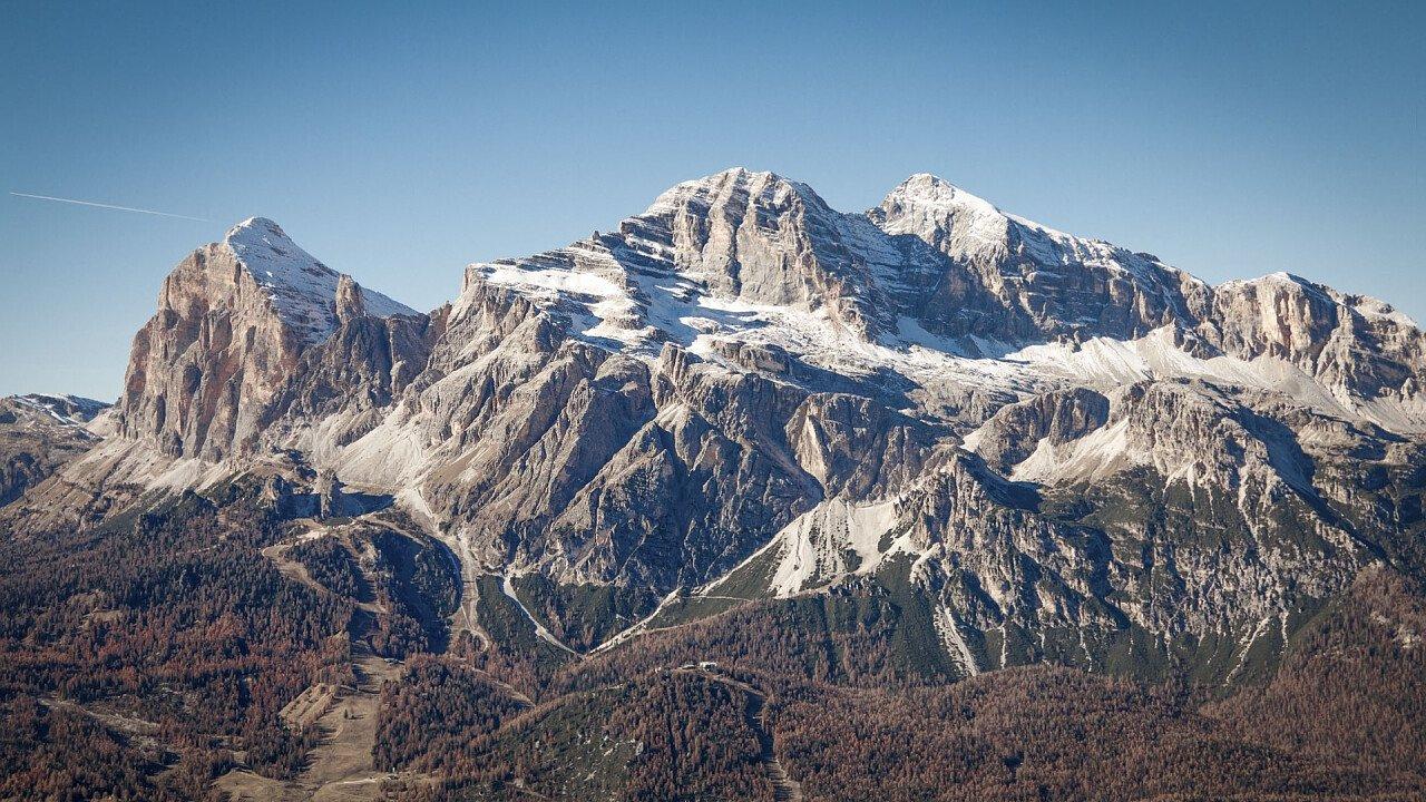 Estate a Cortina d'Ampezzo e le Tofane nello sfondo   Dolomiti UNESCO