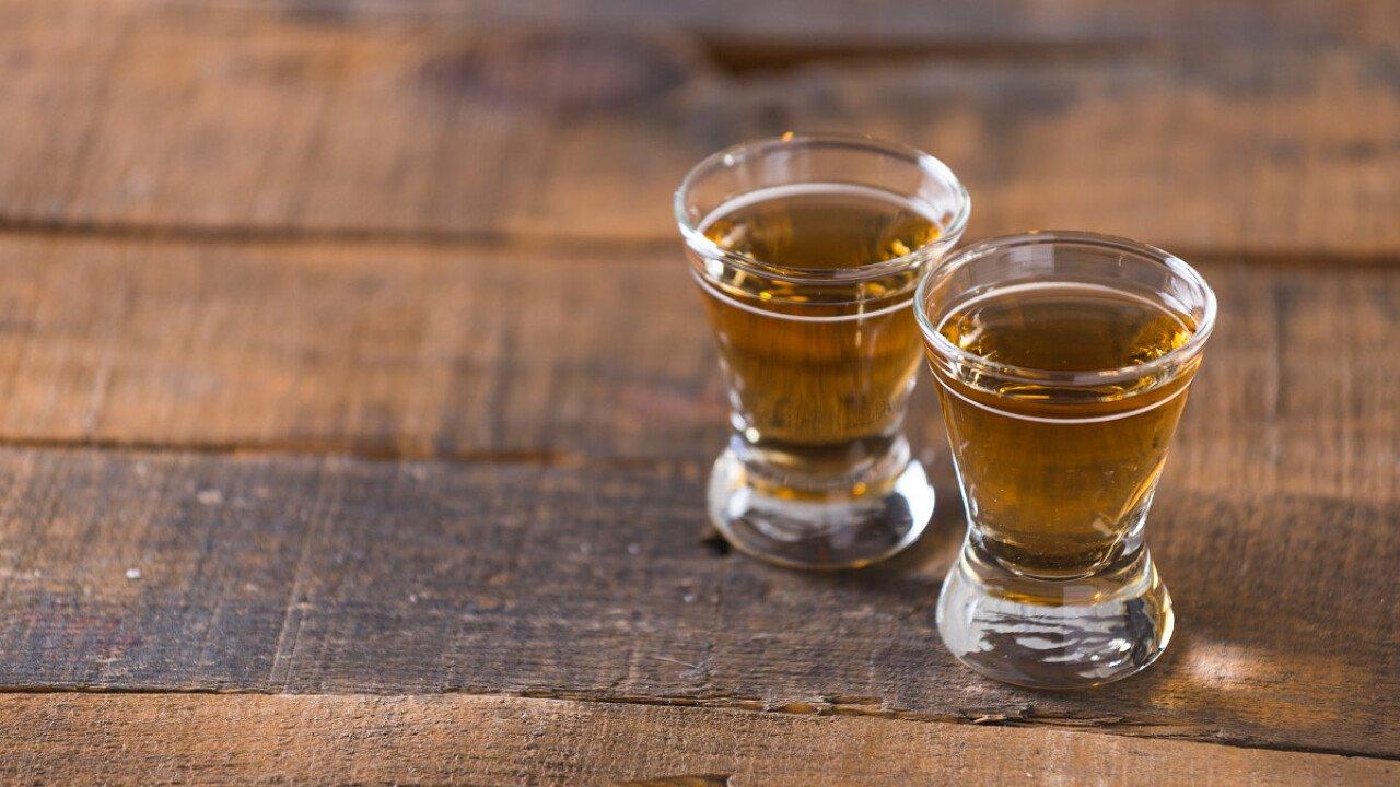 Le grappe e i liquori prodotti nella zona delle Dolomiti