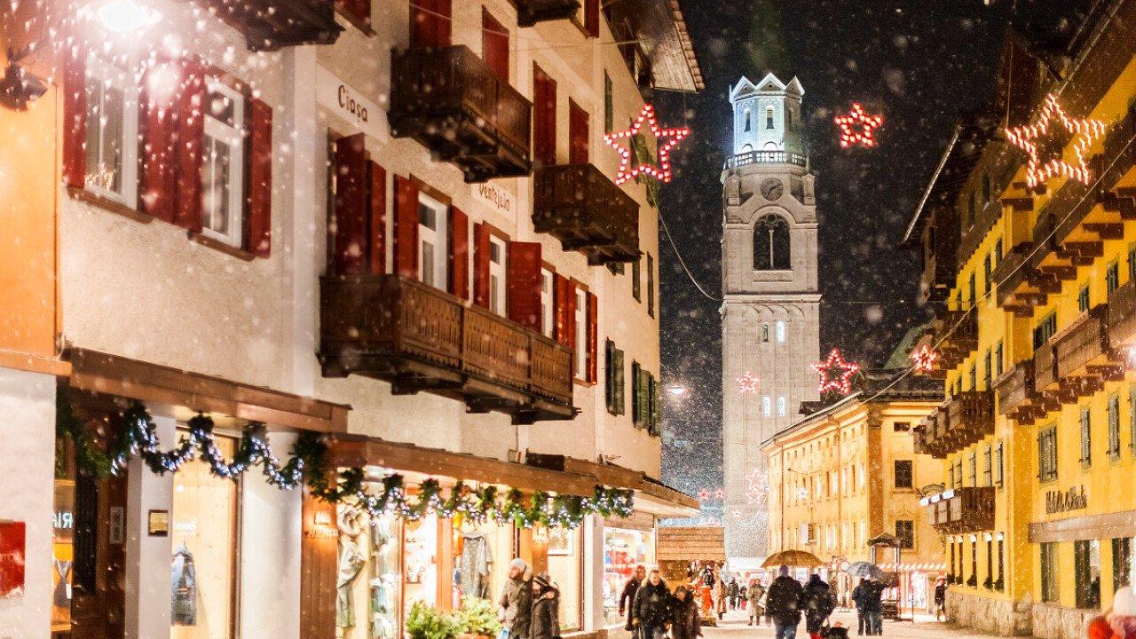 Cortina d'Ampezzo con la neve - Mercatini di Natale nel Bellunese
