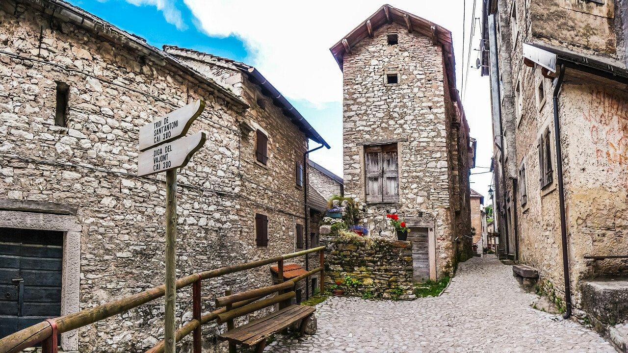 Il paese di Erto, vicino alla diga del Vajont in Friuli Venezia Giulia