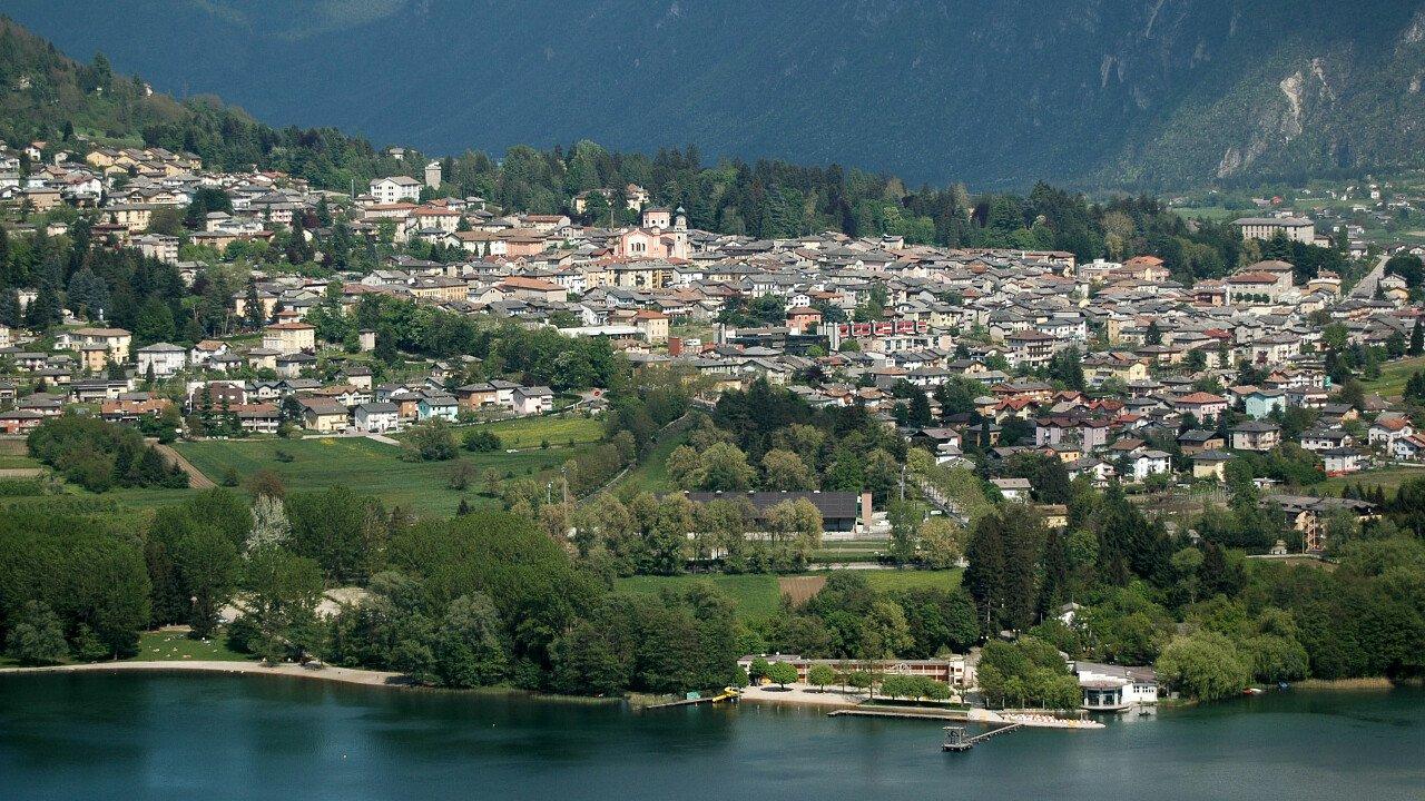 Il lago di Levico Terme in Valsugana in Trentino