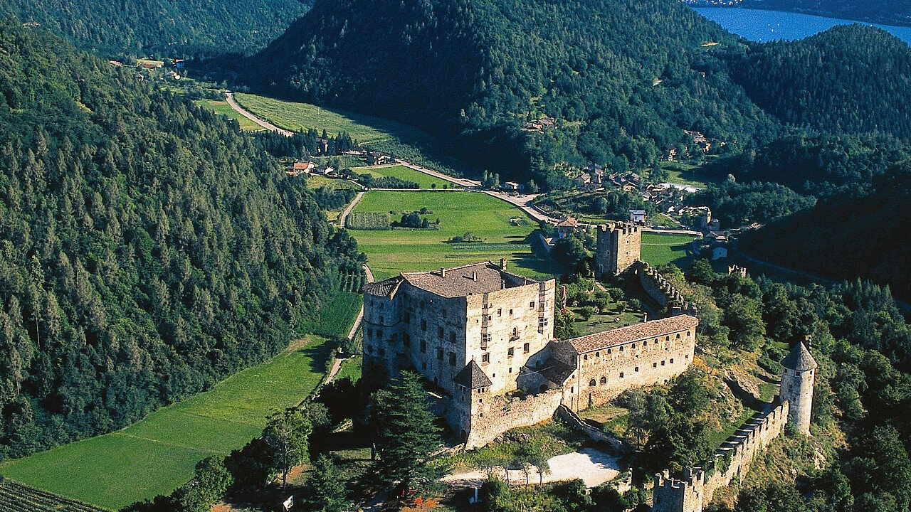 Il Castello di Pergine dall'alto - Valsugana in Trentino
