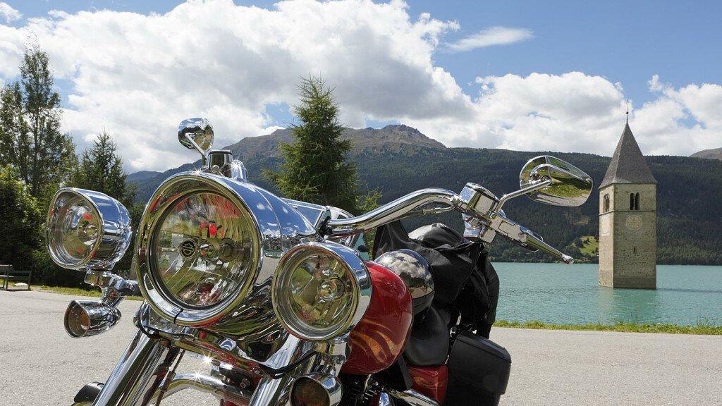 Vacanze in moto a Passo Resia - cover