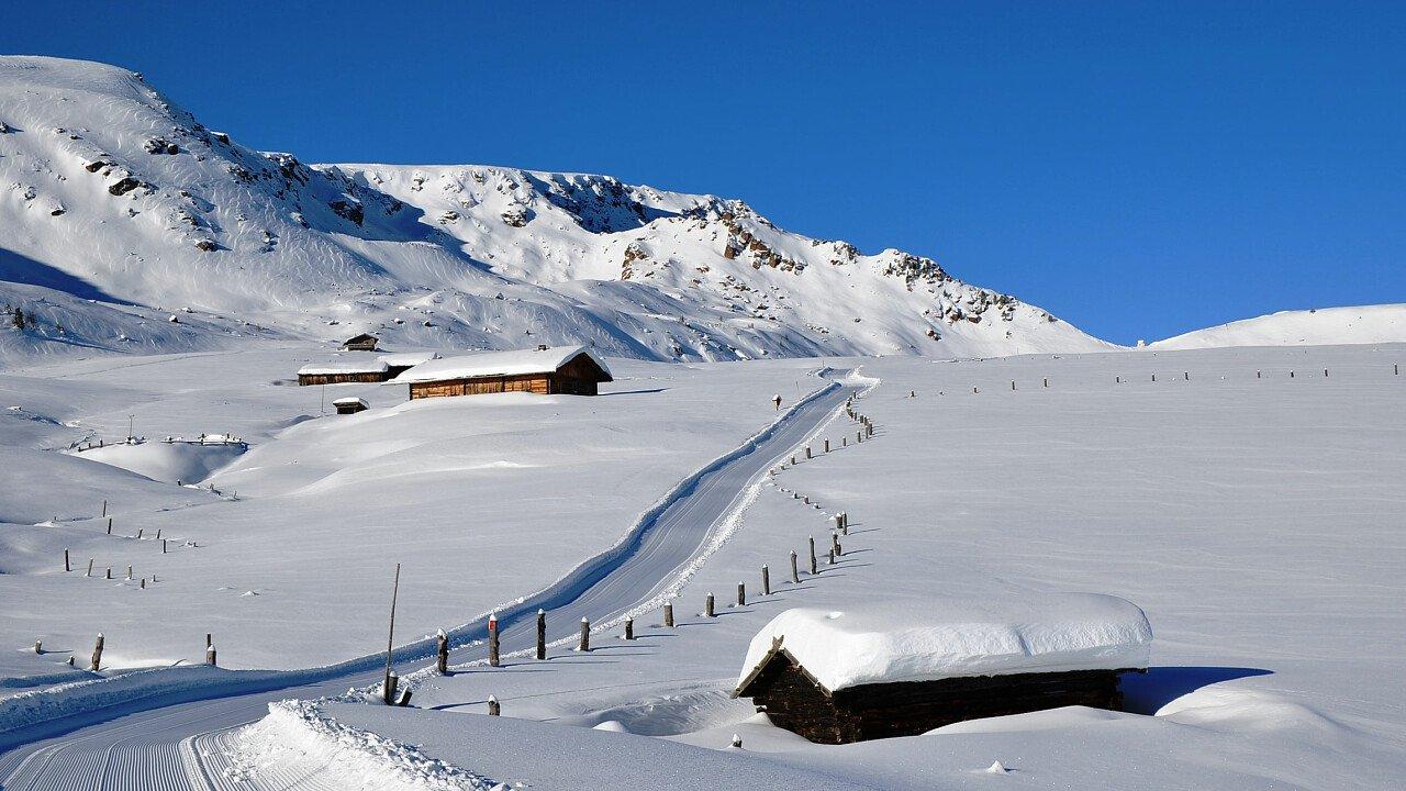 Sciare sulle piste innevate della Ski Area di Villandro in Valle Isarco