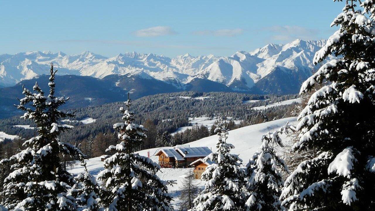 Vista panoramica invernale dell'Alpe di Luson