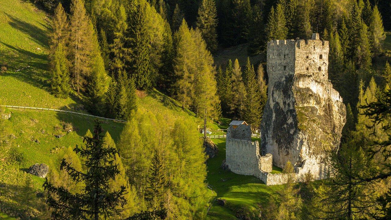 Castello di Andraz in estate