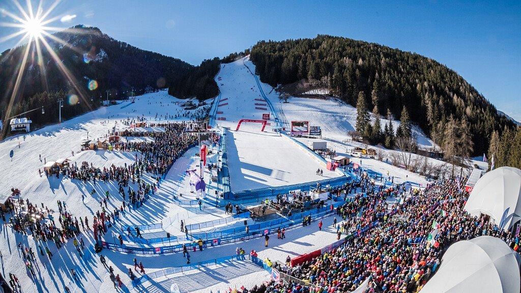Coppa del mondo di sci femminile a Plan de Corones - cover
