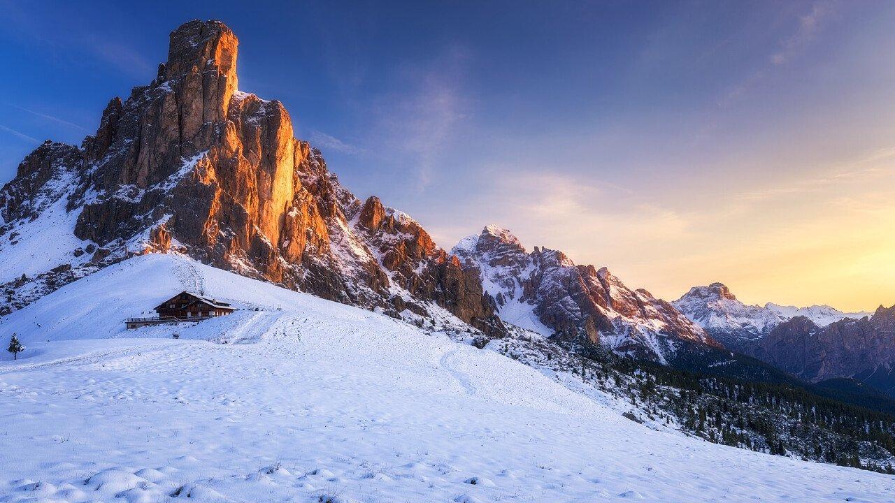 tramonto_inverno_passo_giau_iStock