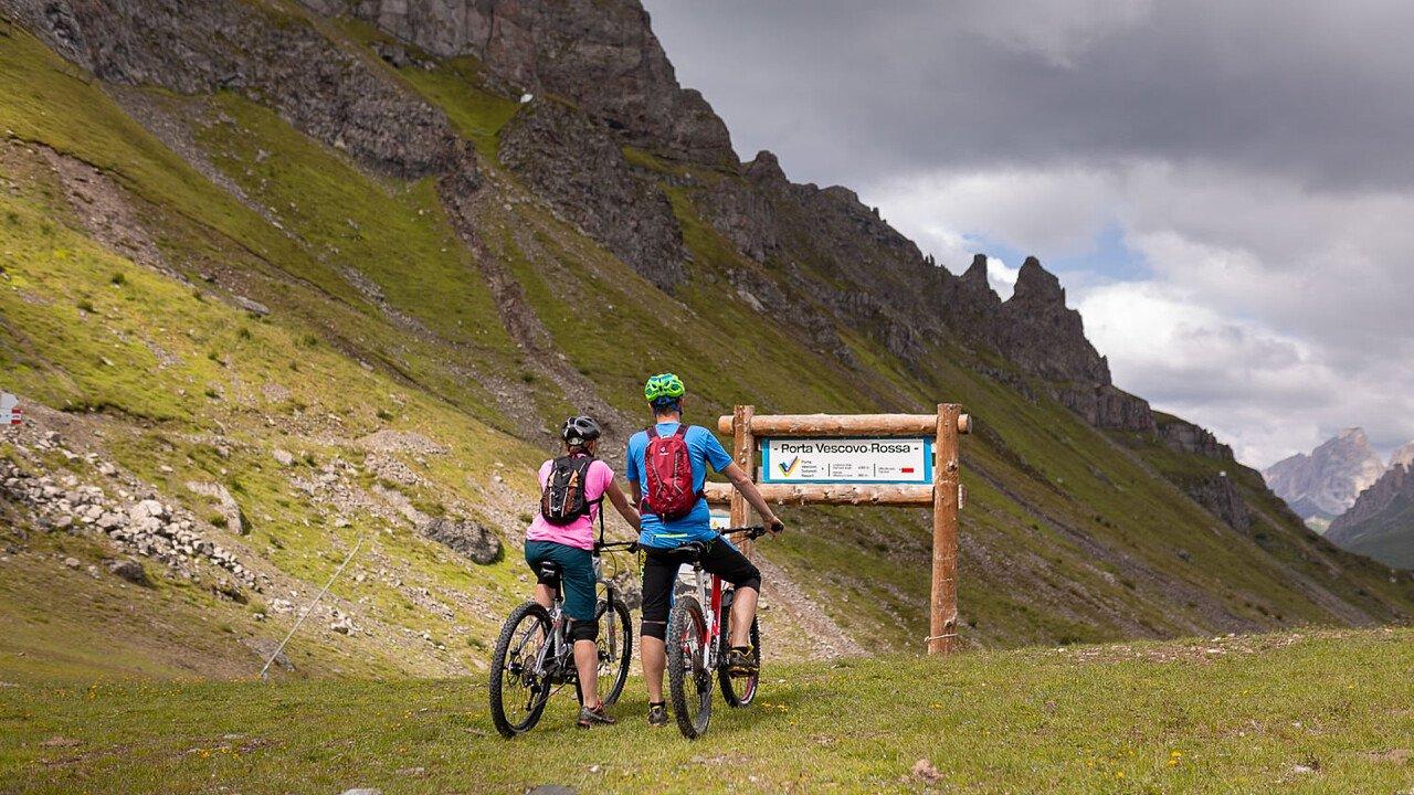 bicicletta_coppia_arabba_funivie_porta_vescovo