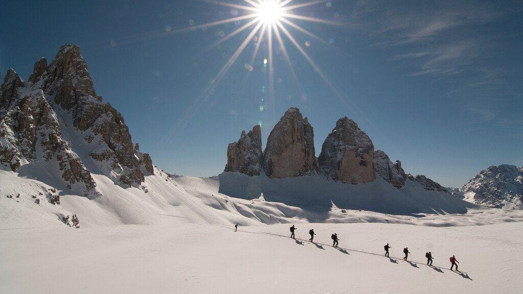 Sci alpinismo nella zona delle Tre Cime nelle Dolomiti - cover