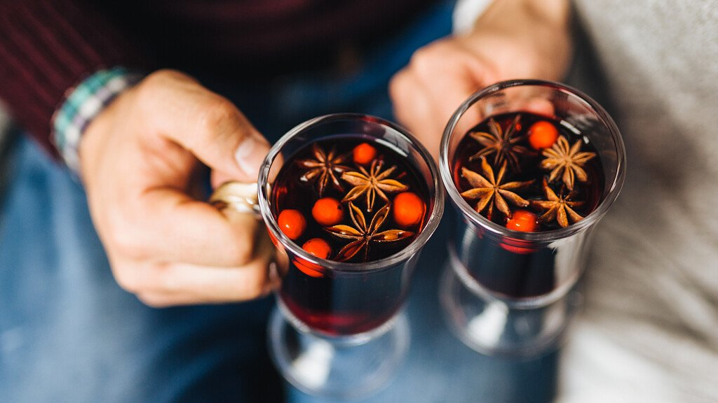 Mulled Wine: warm aromatic wine - cover