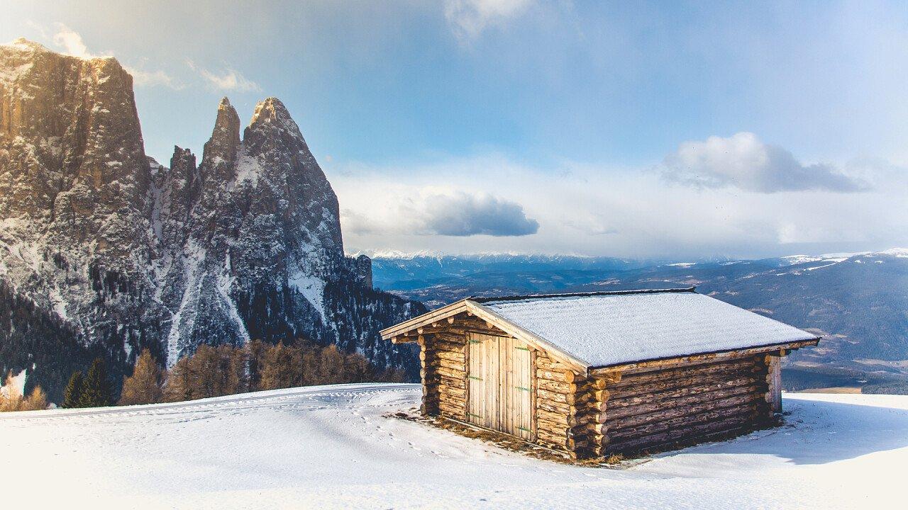 inverno_baita_vista_sciliar_alpe_di_siusi_StockSnap