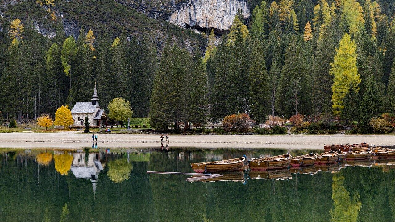 Lago di Braies in autunno