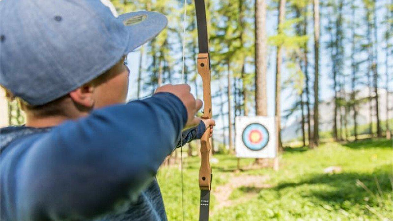 Lezione di prova al tiro con l'arco per adulti e bambini