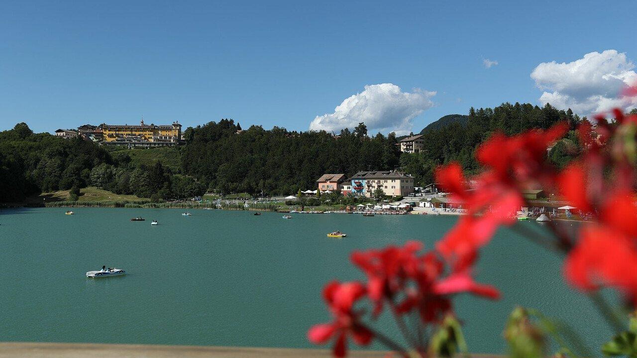 Lago di Lavarone in estate - Vacanze al lago in Alpe Cimbra