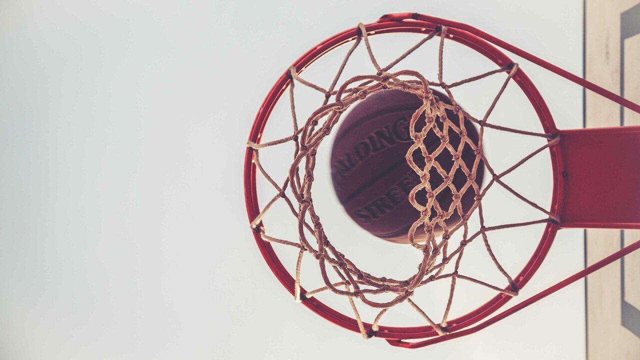 Giocare a pallacanestro nelle Dolomiti