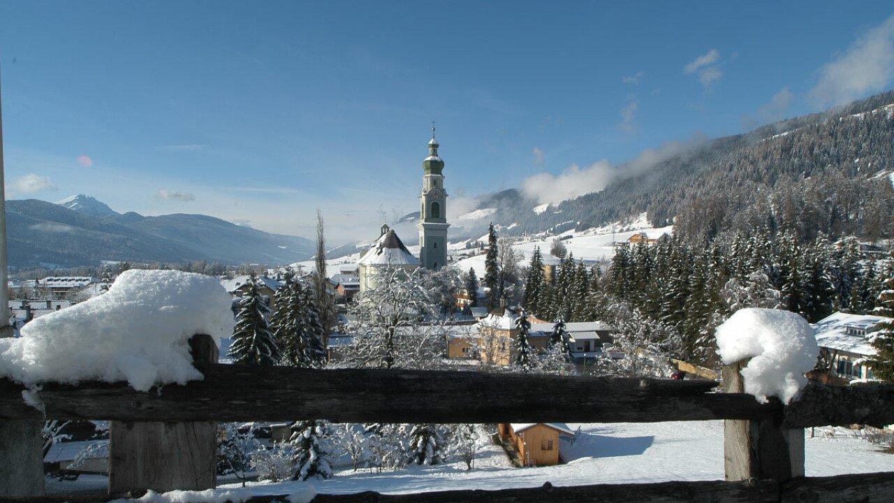 Il paese di Dobbiaco in inverno - Alto Adige
