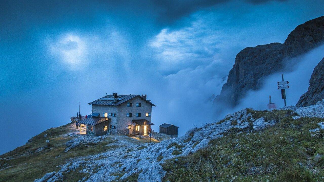 Notte al parco presso il Rifugio Velo della Madonna - San Martino di Castrozza in Trentino