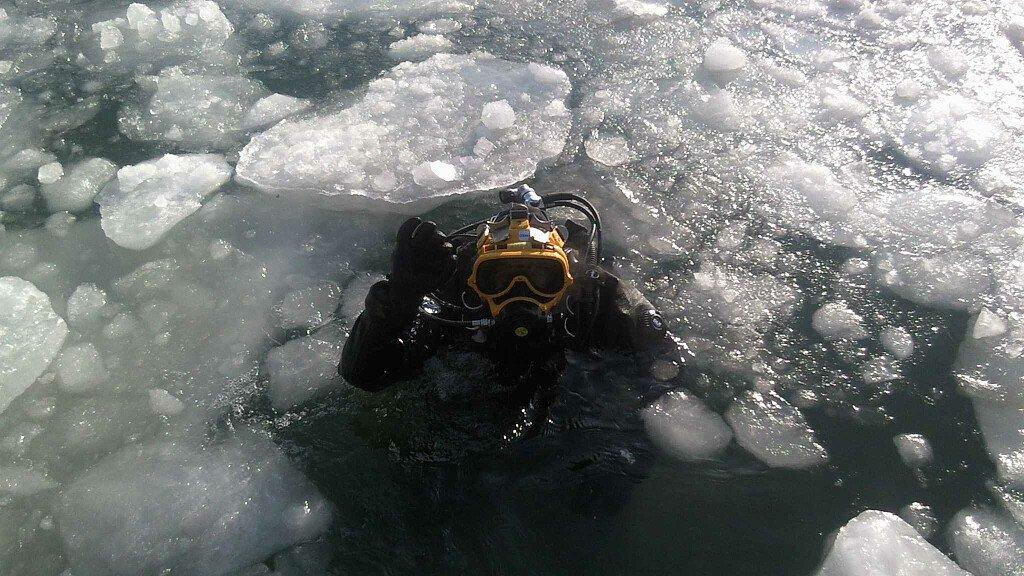 Immersione sotto ghiaccio e apnea sotto ghiaccio - cover