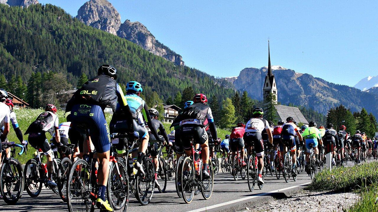 gruppo_corridori_marcialonga_cycling_craft_predazzo