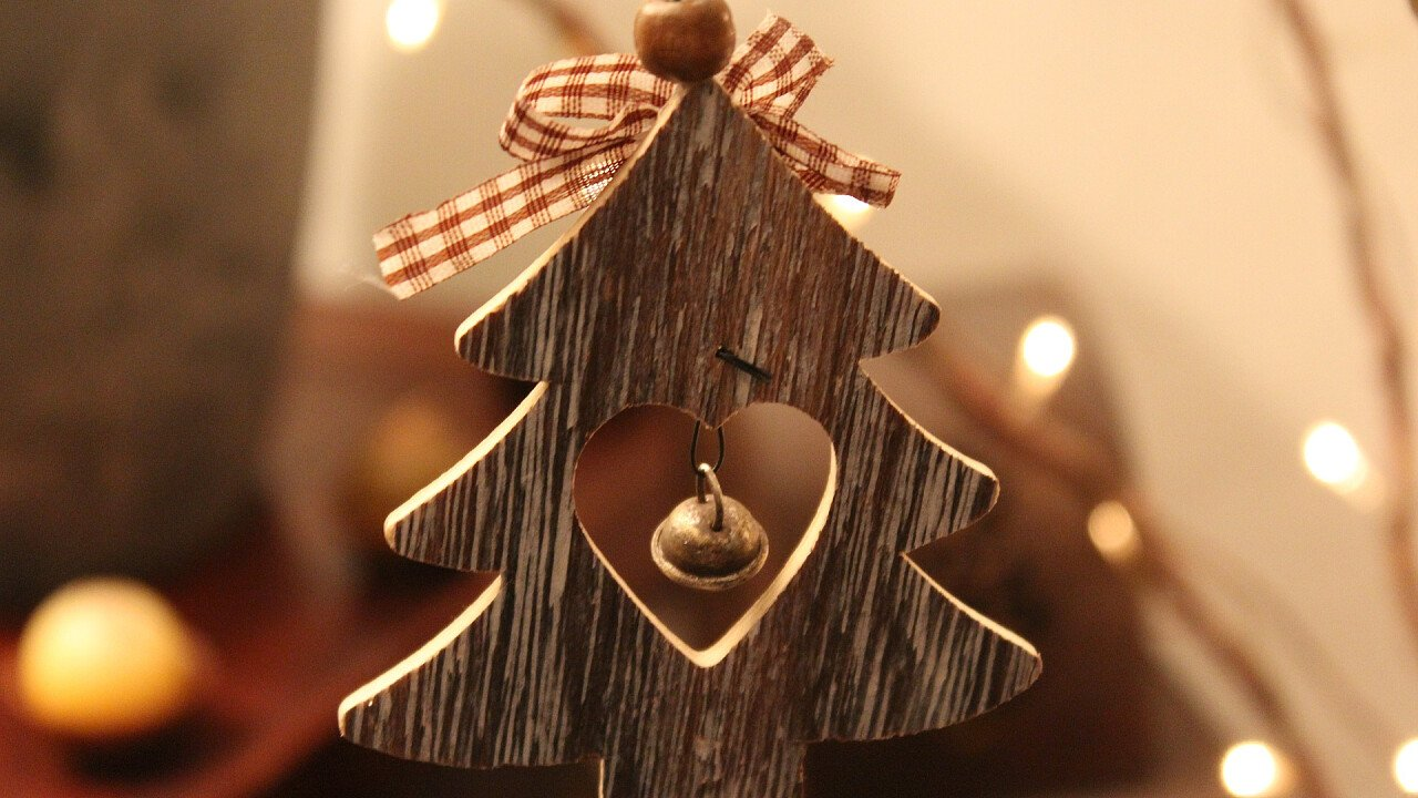 Albero con campanella in legno