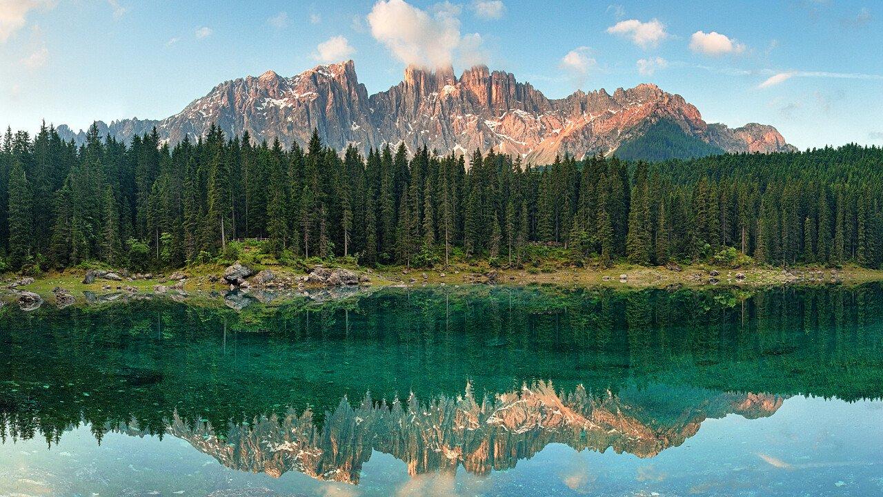 Il Lago di Carezza in estate - Val d'Ega in Alto Adige