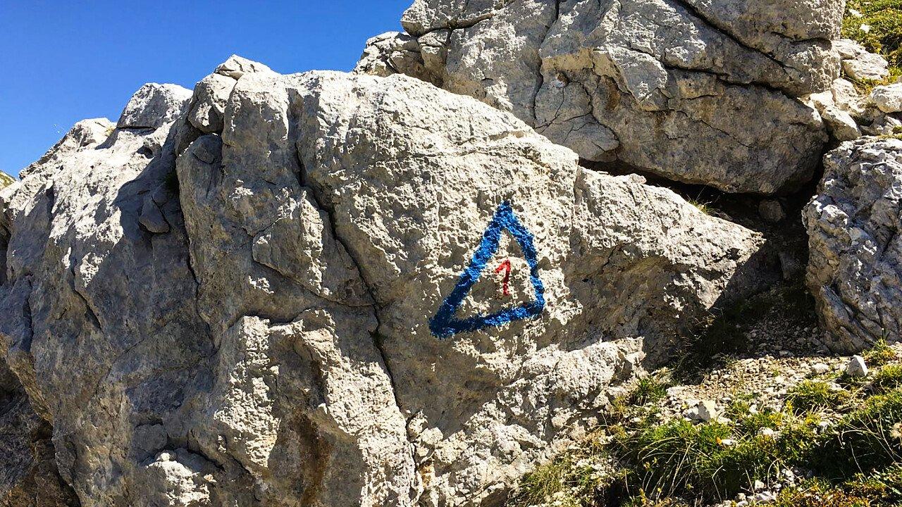 Segnaletica dell'Alta Via n. 1 delle Dolomiti: dal lago di Braies a Belluno