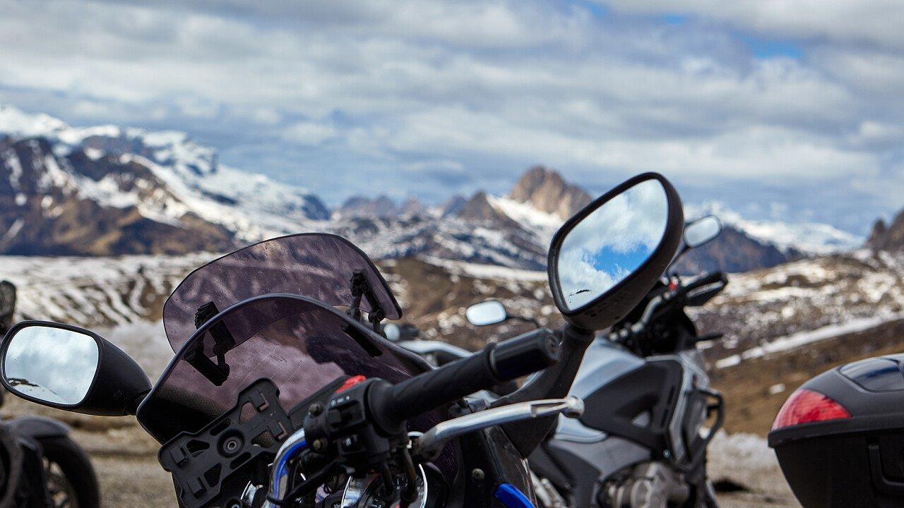 Alla scoperta delle Dolomiti con la moto