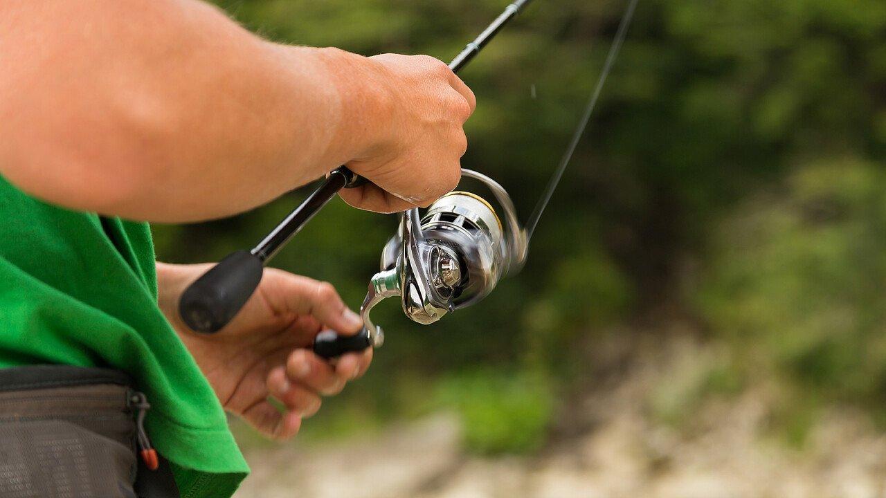 Pescare pesci di acqua dolce tra le Dolomiti UNESCO