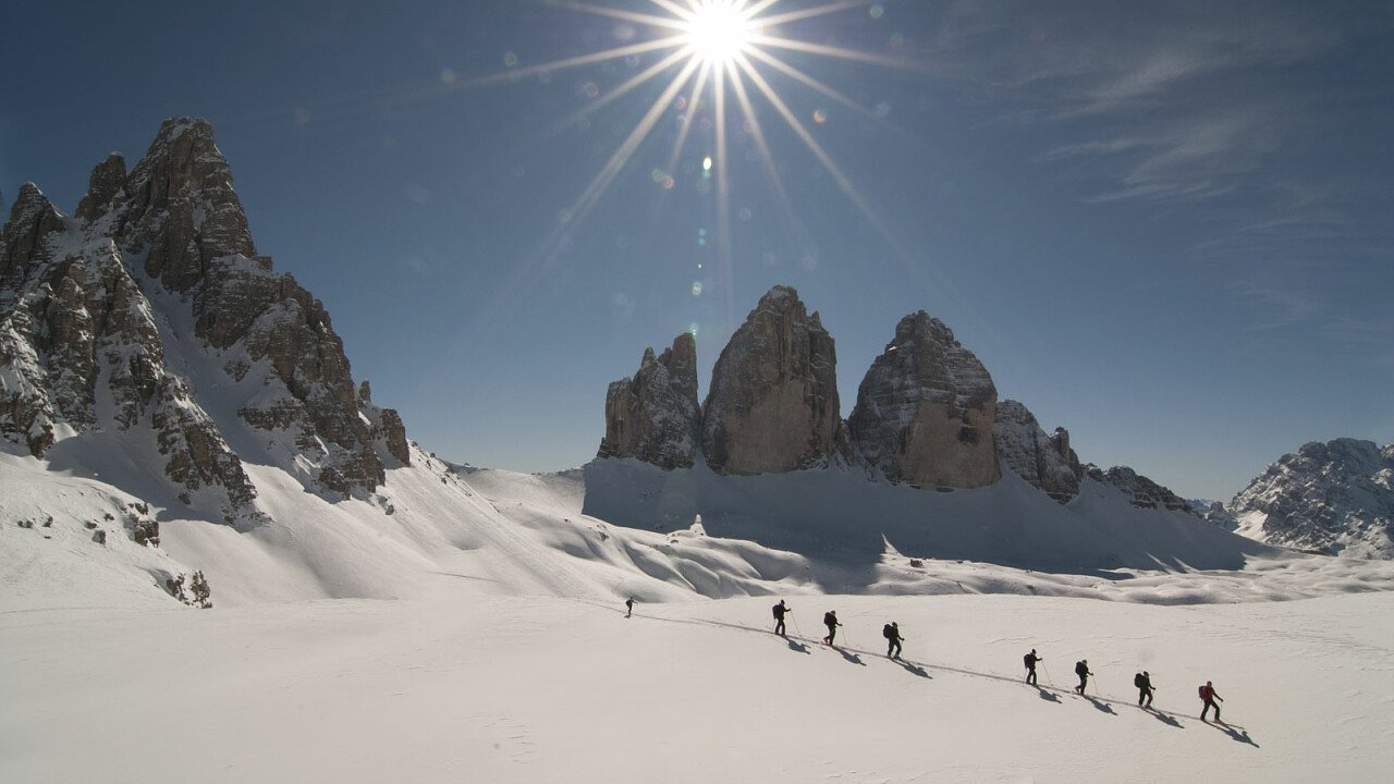Sci alpinismo alle Tre Cime di Lavaredo, nelle Dolomiti UNESCO