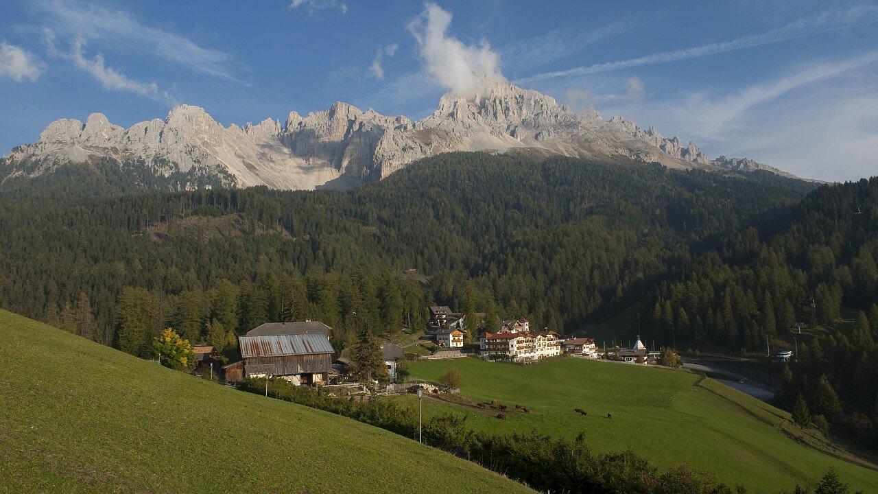 Panorami estivi delle Dolomiti UNESCO della Val d'Ega