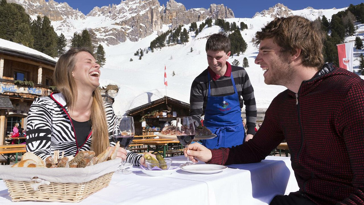 Aperitivi in rifugio ad Obereggen in Val d'Ega