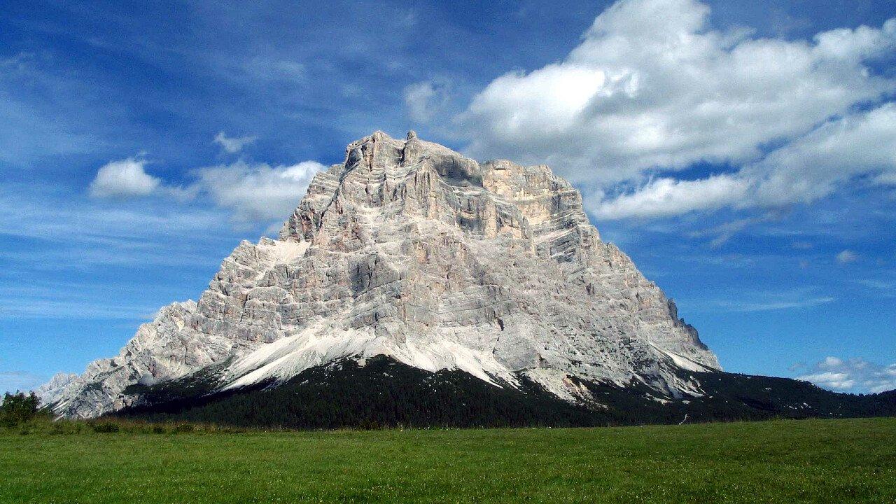 Il maestoso Monte Pelmo nella Val di Zoldo | Dolomiti UNESCO