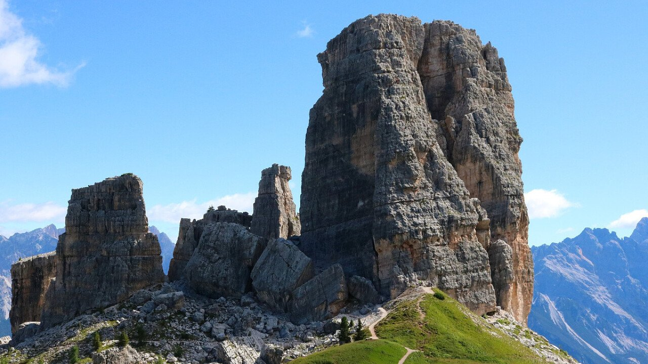 Le Cinque Torri sopra Cortina d'Ampezzo nelle Dolomiti UNESCO