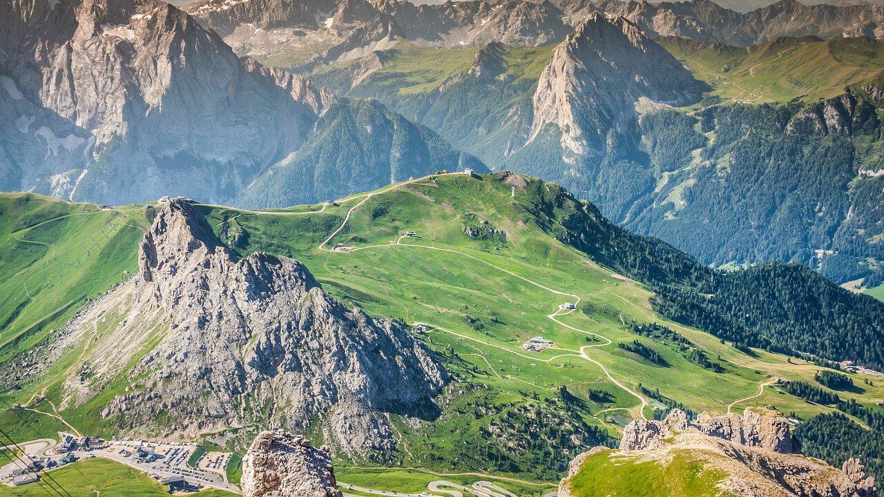 Panorama dolomitico sopra Arabba nelle Dolomiti UNESCO
