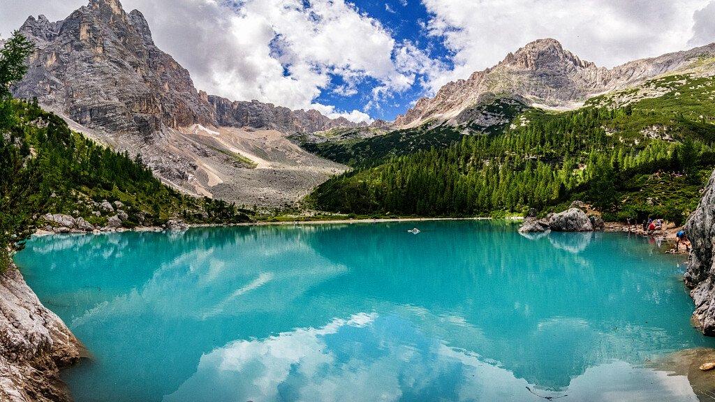 Divieto di balneazione al Lago di Sorapis - cover