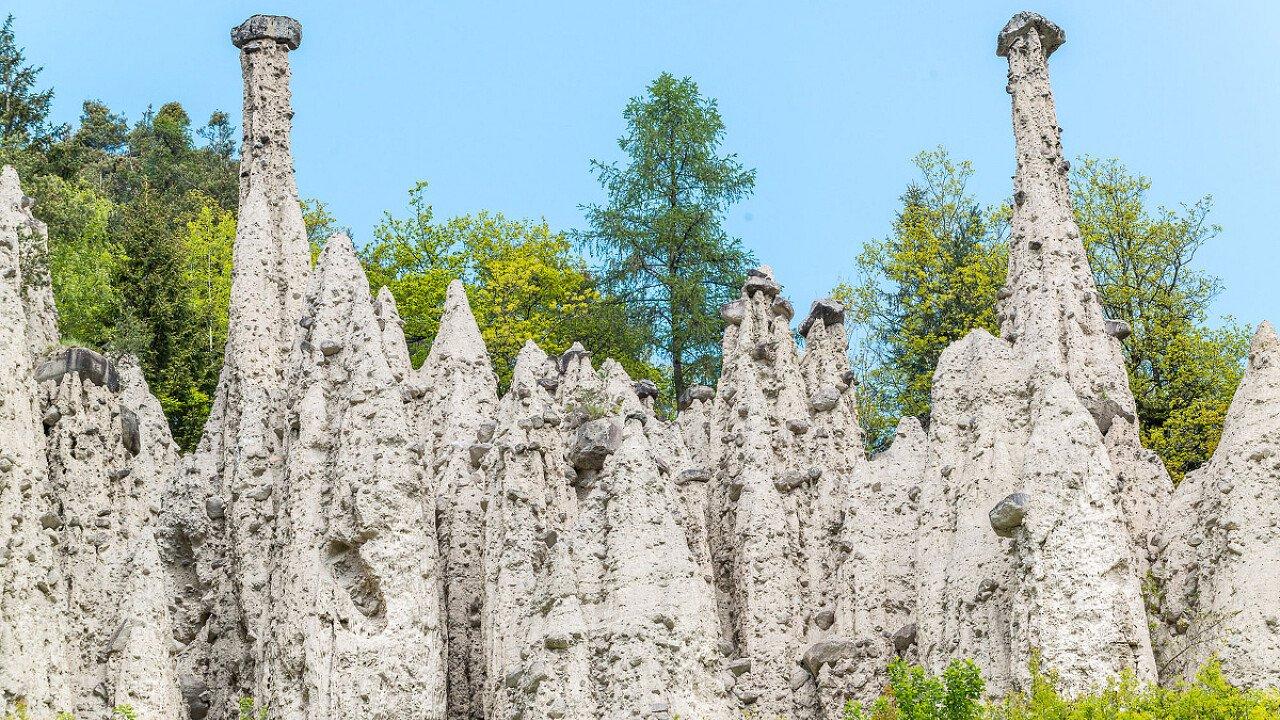 Altopiano del Renon: Piramidi di Terra viste dal basso - dolomiti.it