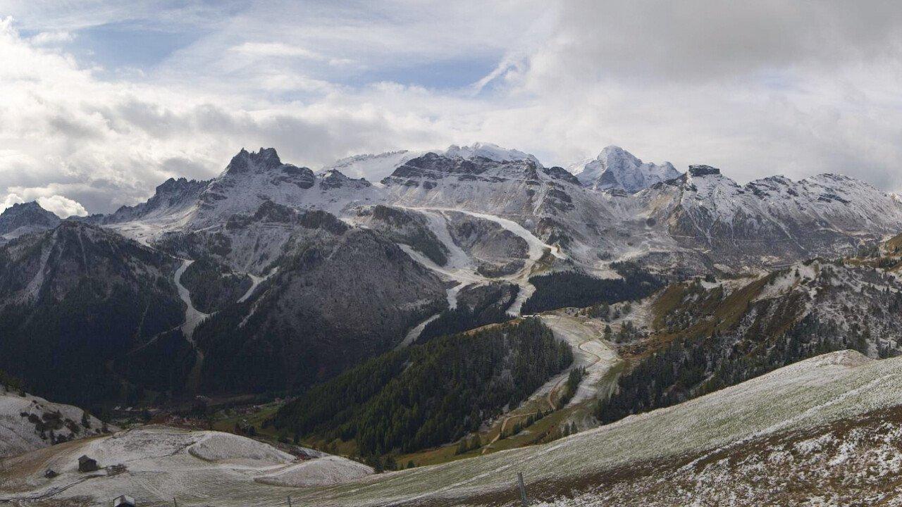 Dolomiti: basse temperature, neve e cannoni sparaneve già attivi