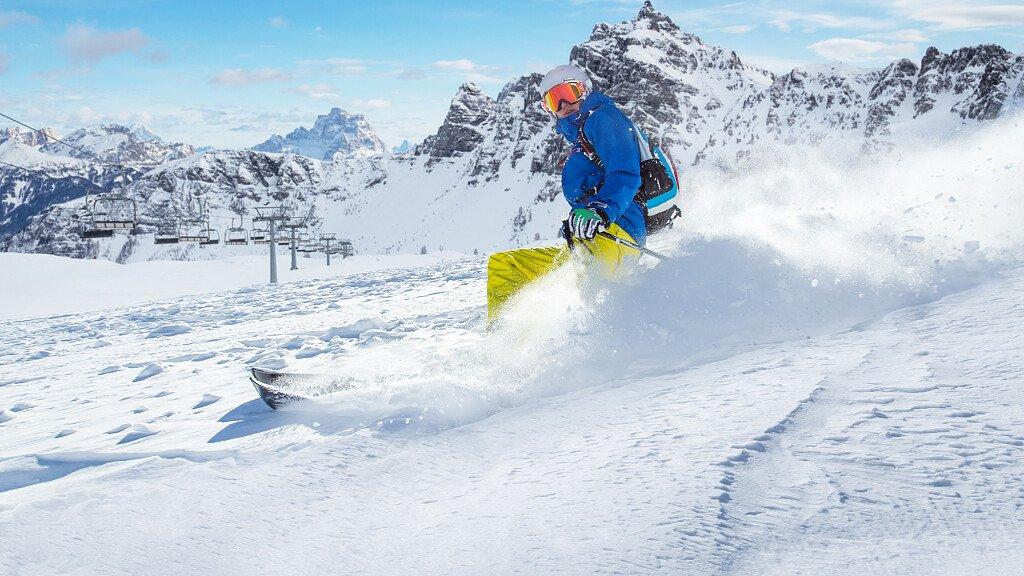 Dolomiti: al via la stagione sciistica - cover