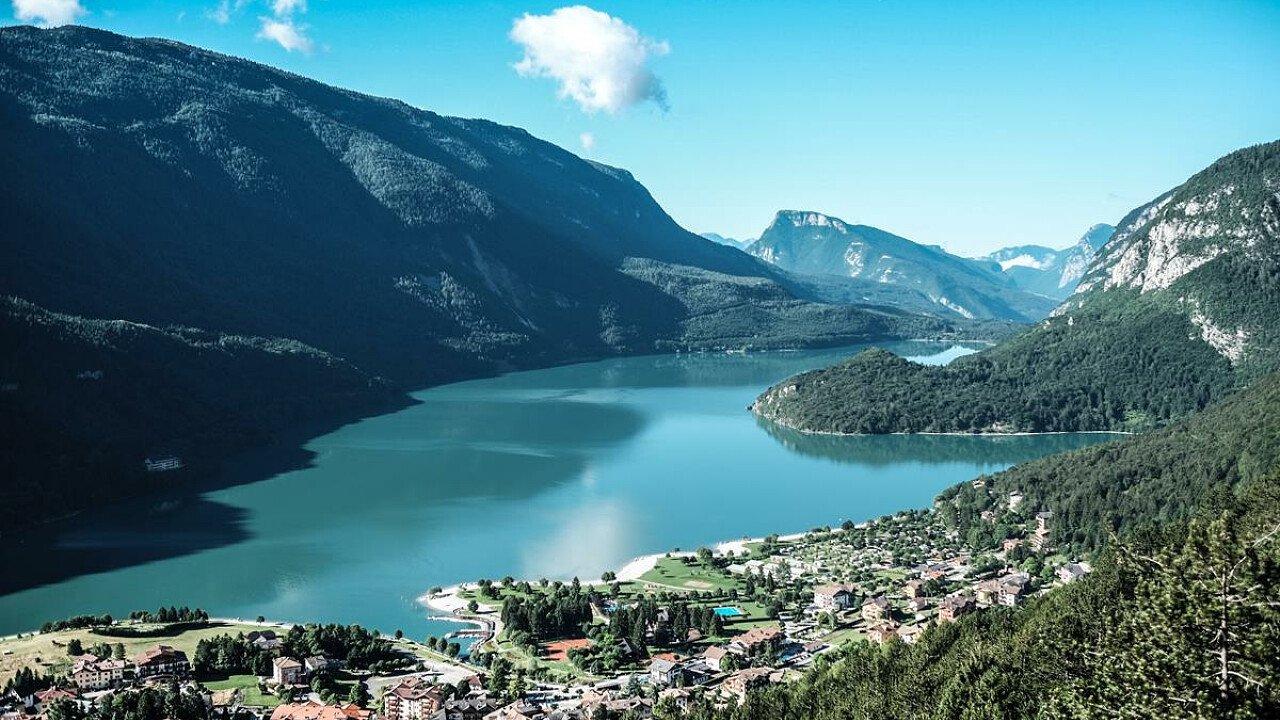 Il Lago di Molveno nel Parco Naturale Adamello Brenta