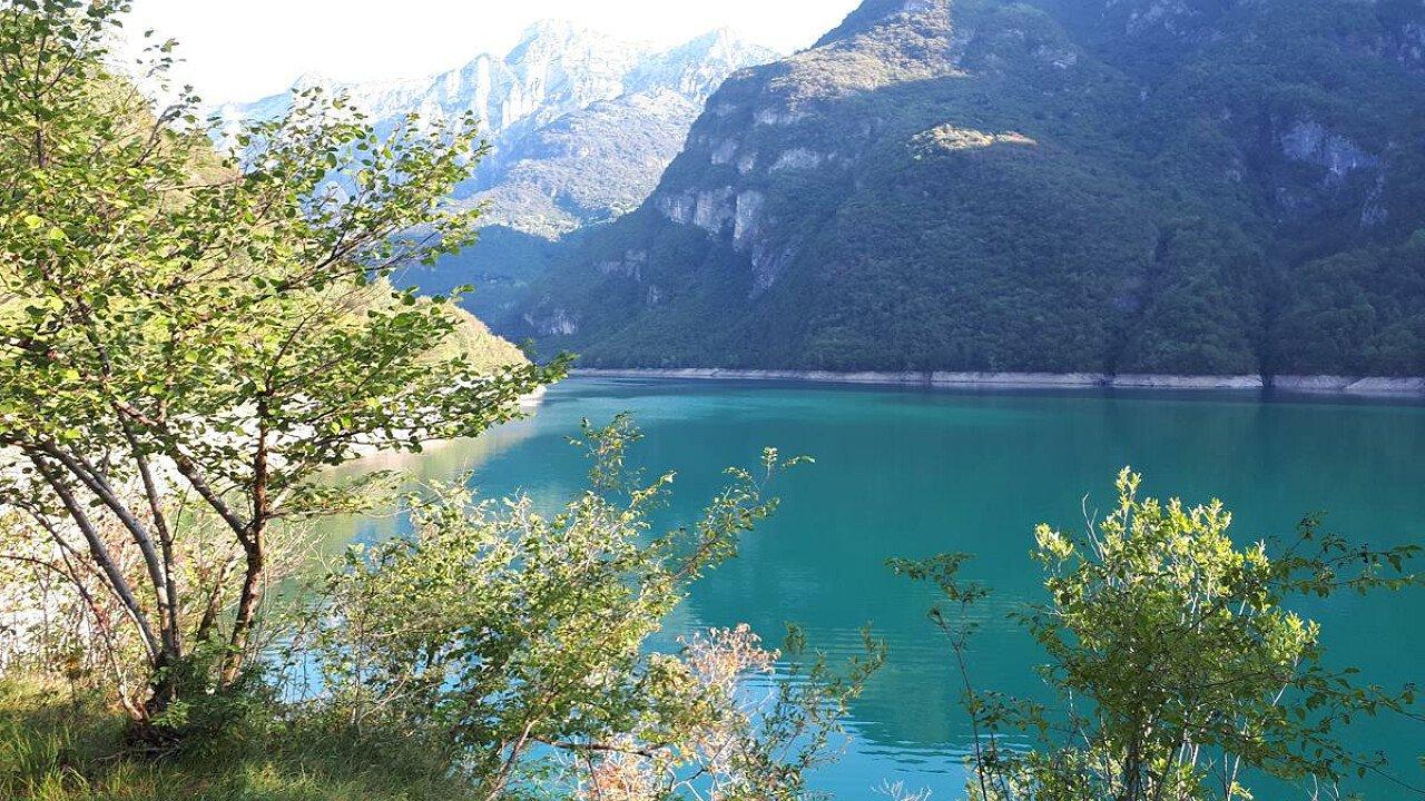 Lago del Mis a Sospirolo nel Bellunese