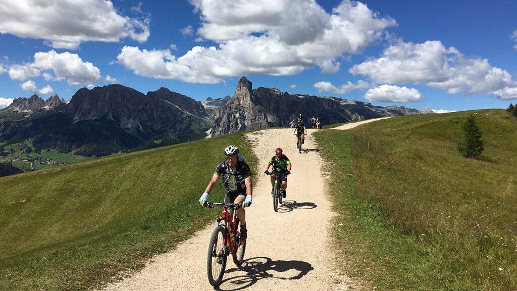 E-bike sulle Dolomiti dell'Alta Badia - cover