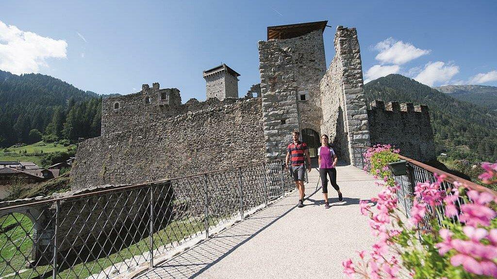 Oltre le mura al Castello di San Michele di Ossana - cover