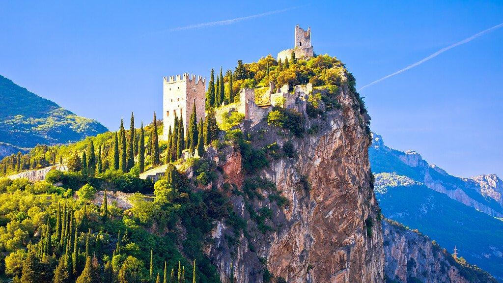 Christian De Sica in Trentino per girare il nuovo film di Natale - cover