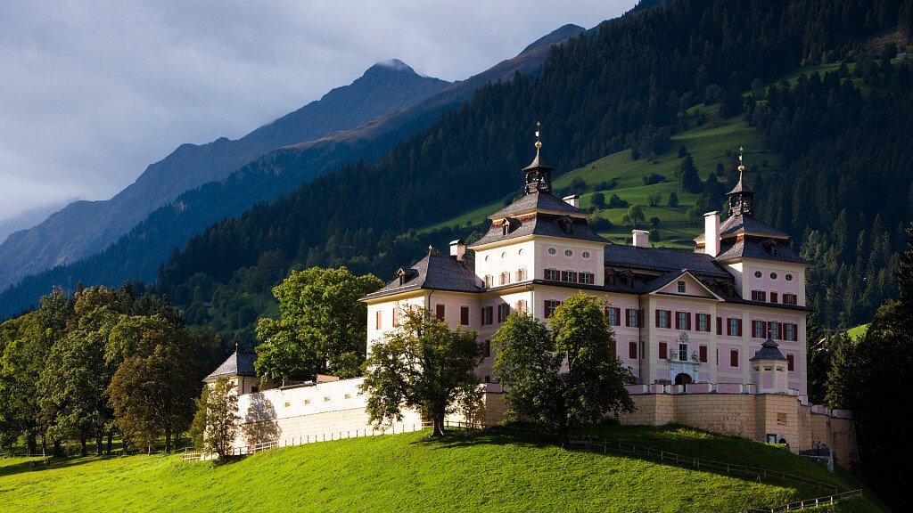 Castel Wolfsthurn, il Grand Hotel di Rai 1 - cover