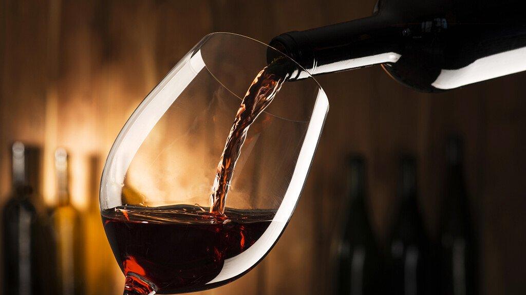 Sommelier a vent'anni: vini biodinamici e calici speciali - cover