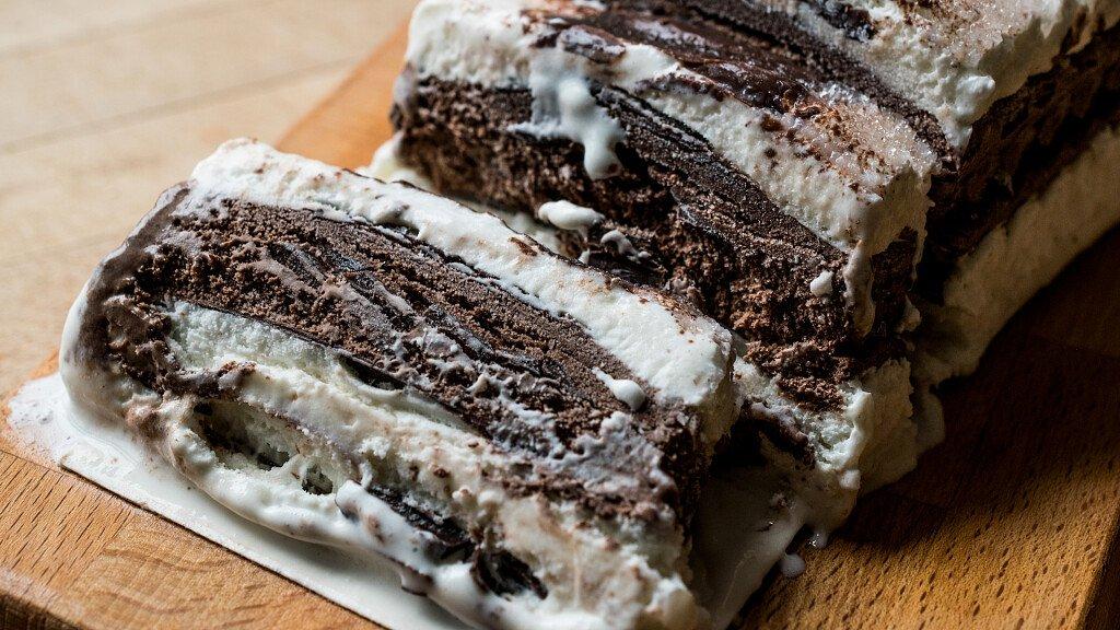 Ricetta del semifreddo al cioccolato con salsa alla vaniglia - cover